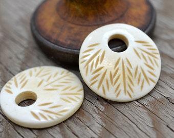 Bone Pendant, 5pcs, 33mm x 34mm, Bone Disc Pendant,  Carved Bone Pendant - P90