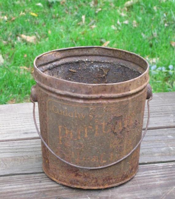Old rusty tin lard bucket cadahy 39 s puritan leaf lard with for Old metal buckets