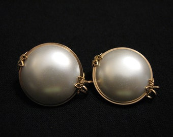 Vintage Hillcraft Castlecraft 10k Gold Plated White Faux Pearl Lucite Clip Earrings