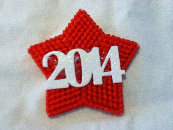 Small star pin with 20xx in white on it
