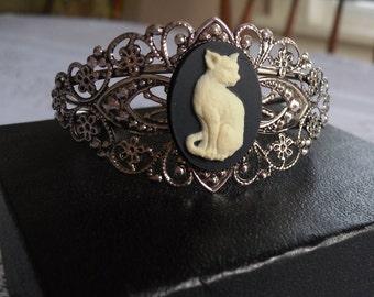 Cat Cameo Filigree Cuff in Antique Silver