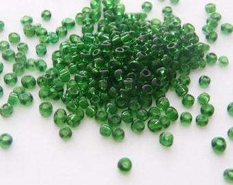 400 Christmas green glass seed beads SB13