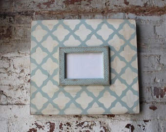 5x7 Distressed Vintage Inspired Quatrefoil on Quietude Base