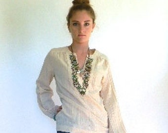 vintage.  70s Cream Cotton Embroidered Tunic // S to M
