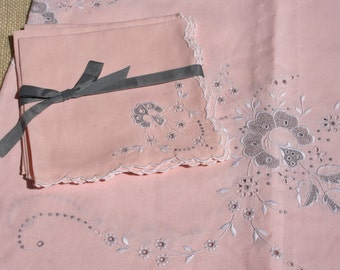 Vintage Peach Gray Embroidered Tablecloth 4 Napkins