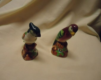 Vintage Parrot Birds Salt and Pepper Shakers, Japan, collectable, has stoppers