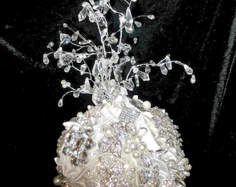 Brooch wedding cake topper   with crystal fountain, centerpiece, brooch cake topper crystal fountain