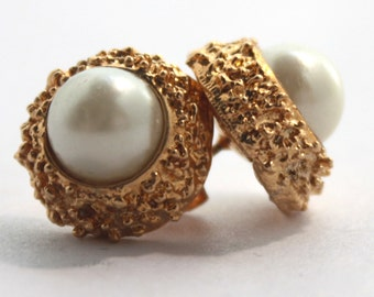 Vintage Gold Earrings W/ Pearl.