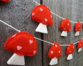 Mushroom Garland, kitsch, kitsch decor, Felt Garland, Woodland Garland, Baby shower Gift, Nursery Decor, Mushroom Bunting, Mushroom decor,