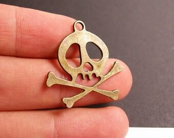 12 Skull charms - 12 pcs antique brass bronze skull charms-  BAZ81