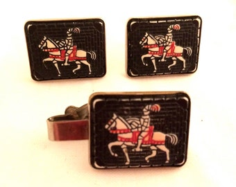 Knight Medieval Horse Armor PAT marked SET Tie Clip and Cufflinks Authentic Genuine Vintage Mens Jewelry Gift 50s talkingfashion