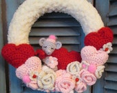Crochet Pattern Valentine Wreath With Cute Mouse by Teri Crews instant download
