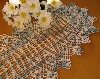 Lacy Table Runner (d03)