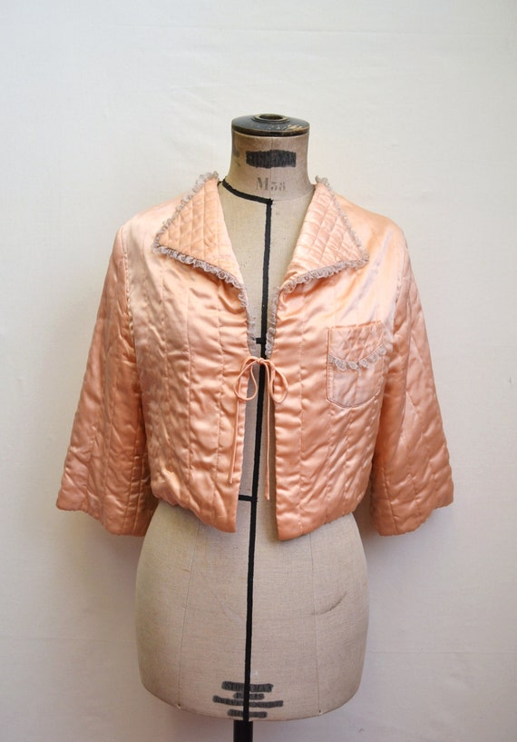 1940s Peach satin & lace quilted bed jacket by Peerless / 40s lingerie - XS S M