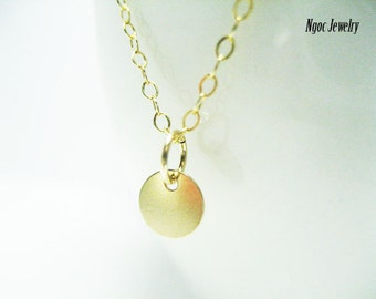 Tiny Gold Disk Necklace, Simple Gold Coin Necklace, Tiny Gold Dot Necklace, Dainty Everyday Necklace, Minimalist Jewelry, Jewelry Gift