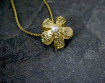 Wedding Flower Girl Necklace, Gold Flower Pendant Necklace, Gold White Lily Necklace, Pearl Flower Necklace, Women's Gift, Floral Jewelry
