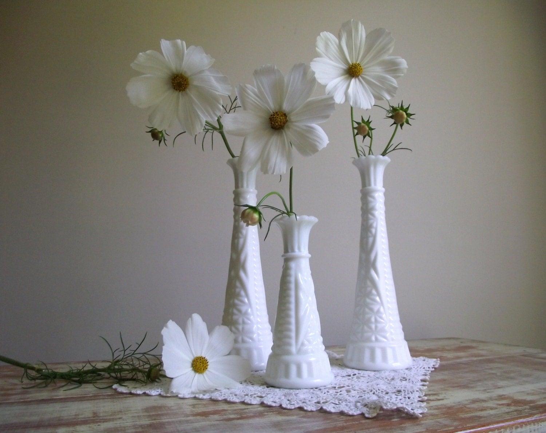 vintage milk glass vases set of 3 white bud vases wedding. Black Bedroom Furniture Sets. Home Design Ideas