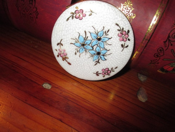 Enchantingly Sweet & Lovely: 1940's Vintage BRASS Powder COMPACT w/Hand Painted White ENAMEL Floral Lid