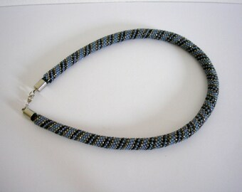 Vintage sead beads beaded necklace from 80s