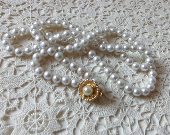 """Vintage Pearl Necklace - Vintage Wedding - Vintage Glamour - Faux Glass White Pearls -  15"""" Pearls - Collectible - Movie Prop"""