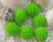 Resin Flower Mum Cabochons - 15mm - Bright Green - 24 pcs