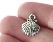 Charms : 10 Antique Silver Seashell Charms/ Silver Ox Beach Pendants ... 15x12mm -- Lead, Nickel & Cadmium Free 51912.J6A