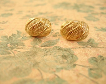 Buttons Jewlery, Vintage Buttons Earrings,  White and Gold Color,Buttons Jewelry