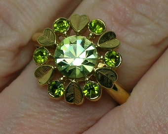 Green Rhinestone Ring. Retro Modern 1970s Bling. Avon, Excellent Condition. Size 5, 6, 7 (sl. adjustable)