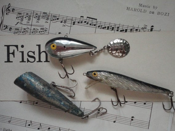 https://www.etsy.com/listing/189118059/great-lot-of-3-old-fishing-lures?ga_order=most_relevant&ga_search_type=all&ga_view_type=gallery&ga_search_query=v2%20v2team%20fishing&ref=sr_gallery_21