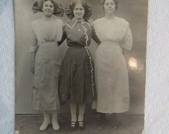 Victorian Women Photo RPPC in Servant or Maid ? Dresses with Bows