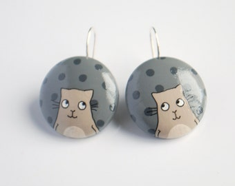 Grey earrings with Beige cat