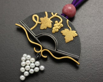 Grape on the fan necklace of fine gold and sterling with freshwater pearls