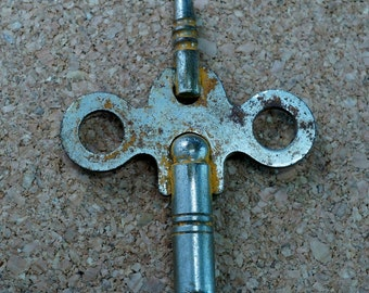 ANTIQUE CLOCK key N0.00223 -2
