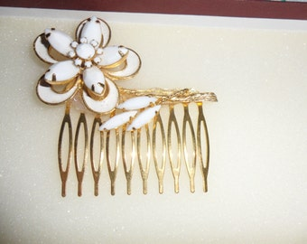 Authentic Beautiful Very Large Vintage White Milk Glass Flower And Leaves Gold Hair Comb