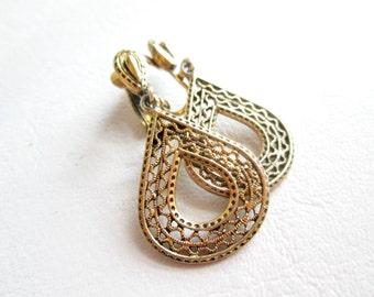 Vintage Stamed ART Clip On Earrings