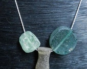 Ancient Roman Glass - Simple strand with 'amphora'