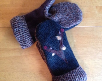 Cashmere lined mittens from recycled merino and cashmere sweaters. Needle felt embellishment