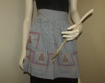 Vintage Embroidered Black and White Gingham Apron, Vintage Housewife, Vintage Kitchen, Vintage Embroidery