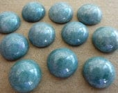 6 glass cabochons, Ø10mm, light turquoise marbled lustre