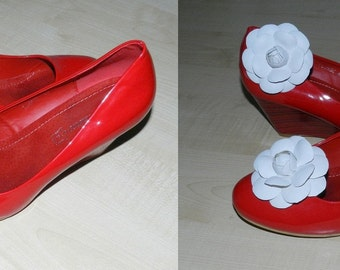 Leather flower Camelia shoe clips, genuine leather flower shoe clips.