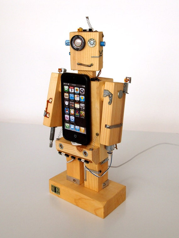 Robodock - iPhone 5 dock - robot in function of docking station (great geekery present) - unique design