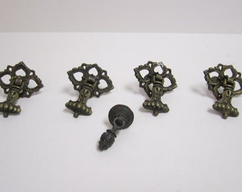 Bureau knobs etsy for Antique bureau knobs