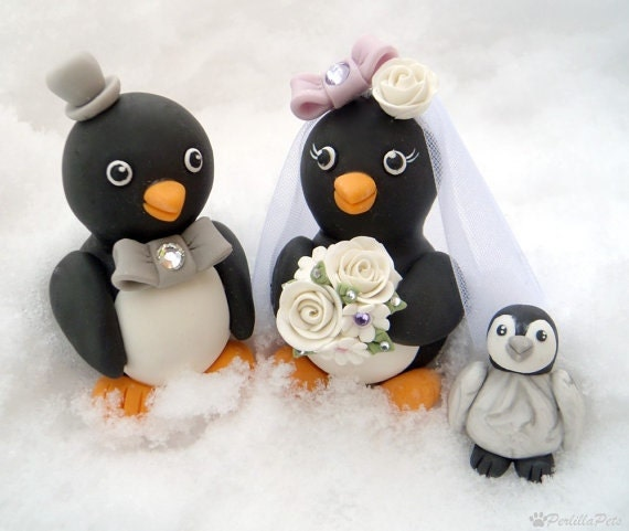 Penguin love birds cake topper with a baby penguin, bouquet with dew drops and a personalized banner