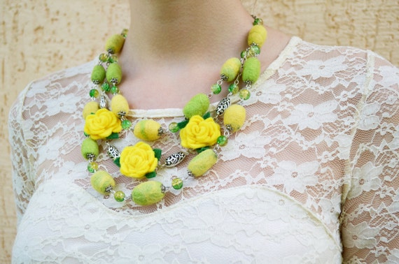 Rose necklace, Yellow Roses felt Necklace, Yellow green Necklace , Floral , Wool necklace, wedding necklace
