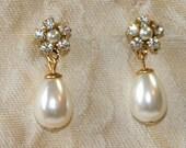 Pearl Bridal Earrings,Bridesmaids Earrings,Bridal Jewelry,Vintage Earrings, Rhinestone Earrings,Gold Post,Swarovski Crystals, Pearl Earrings