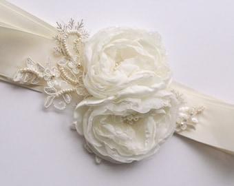 IVORY Flower Sash, Wedding Flower Sash, Bridal Sash, Wedding Belt, Bridal Dress Sash, Lace, Pearls, Rose Sash, Bridal Dress Accessories