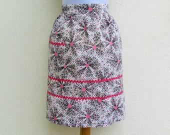 Vintage retro print apron, 1950's pink and black atomic print apron with rickrack trim