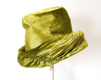 vintage women's hat Lilly Dache 1940's-1950's astonishing green velvet