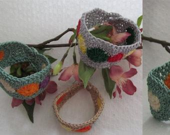Crochet bracelet with button closure