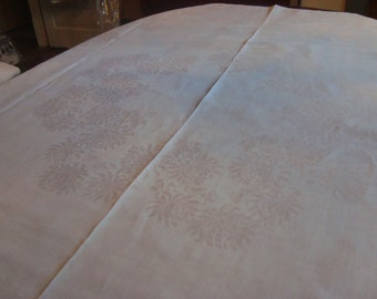Damask tablecloth with mums
